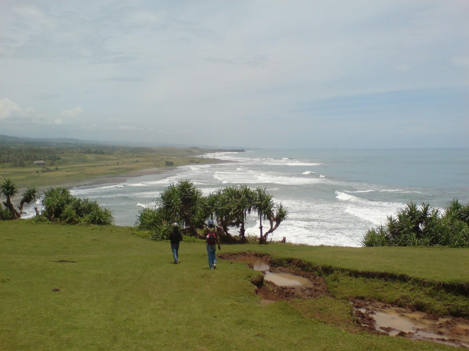 Puncak Guha Garut, Kombinasi Bukit dan Pantai yang Memanjakan Mata