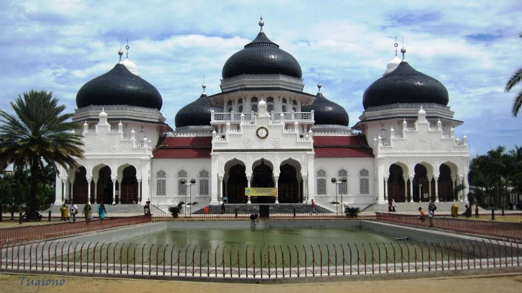Hasil gambar untuk masjid baiturrahman aceh sekarang