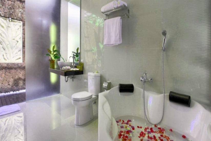 Gino Feruci Lovina - Bathroom