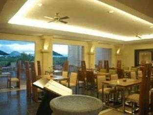 Mason Pine Hotel Bandung - Cafe