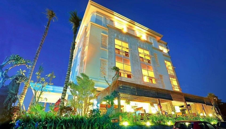 Alron Hotel Kuta - Front View