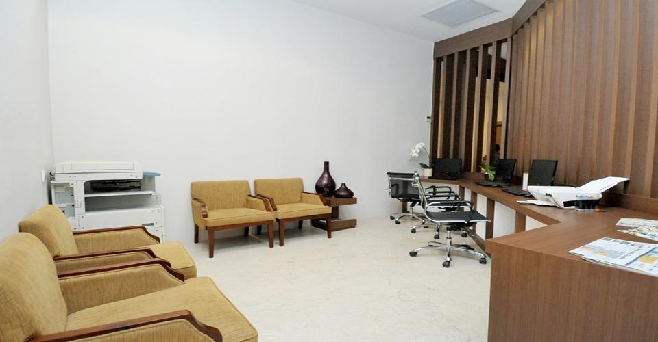 Cavinton Hotel Yogyakarta - business center