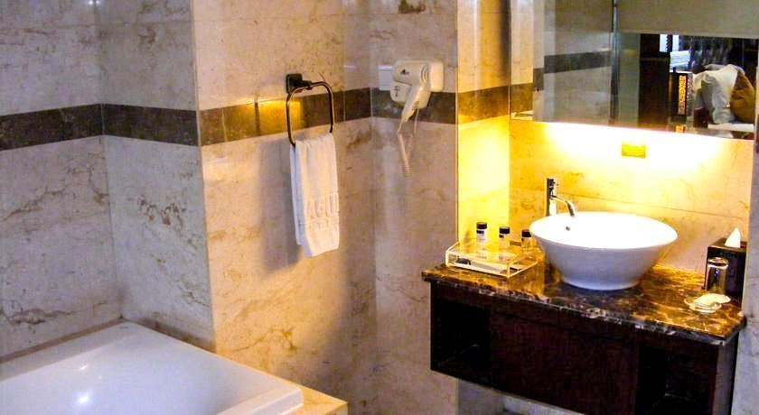 Gino Feruci Kebon Jati - Bathroom