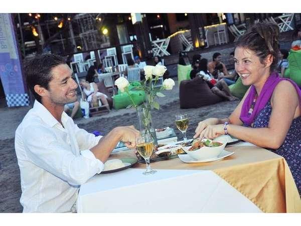 Horison Seminyak - Makan malam romantis di pantai