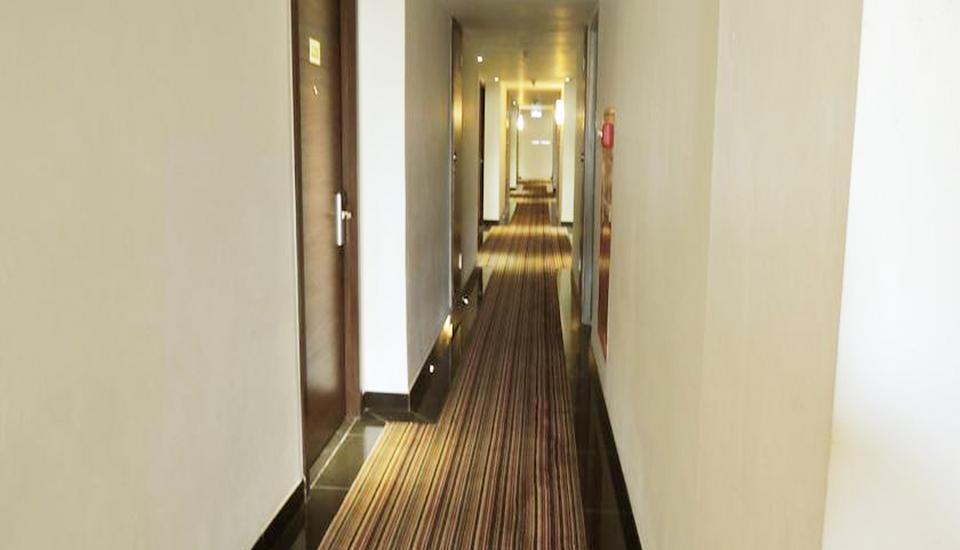 Paragon BIZ Hotel Tangerang - Corridor