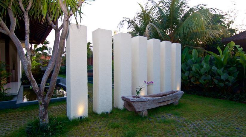 The Awan Villas Balli - Garden