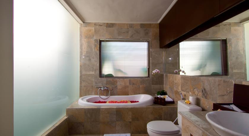The Awan Villas Balli - Bathroom