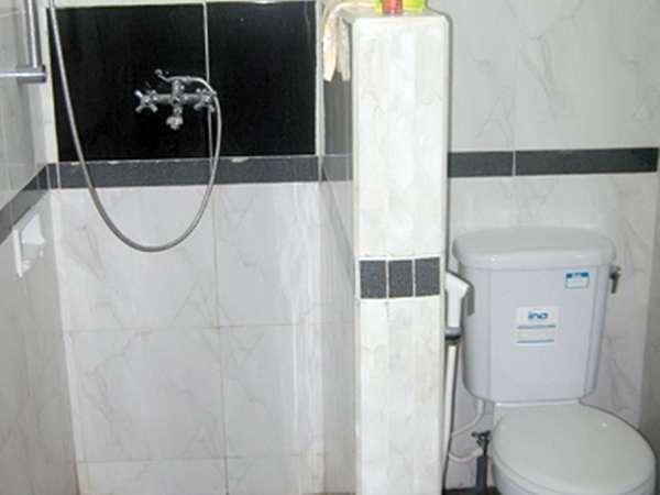 Joglo Putu Inten Jepara - Begonia Bathroom