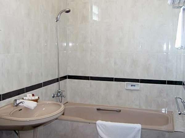 Joglo Putu Inten Jepara - Chrysant Bathroom