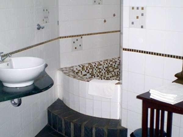 Joglo Putu Inten Jepara - Edelweiss Bathroom