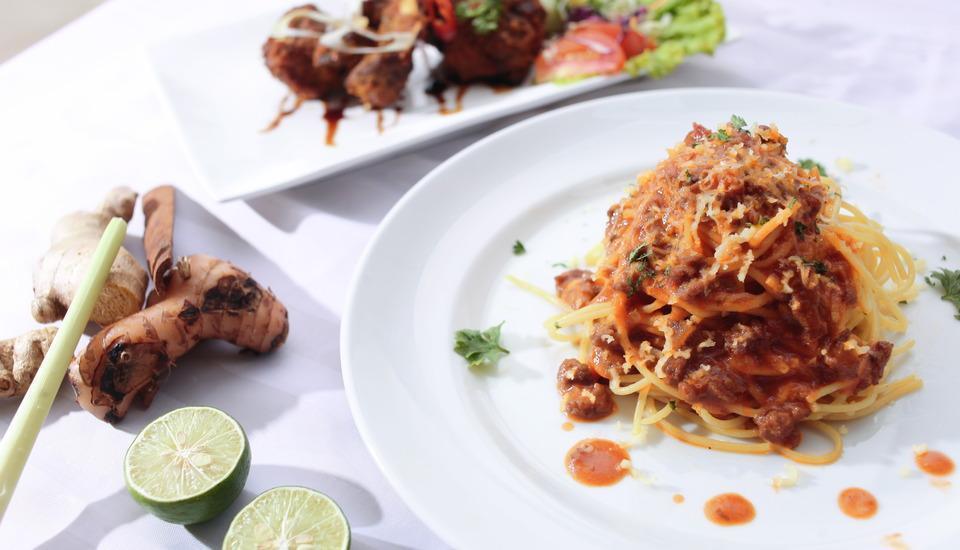 The Square Surabaya - Food Food ala Poolside Cafe