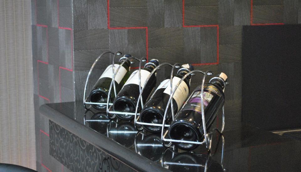 Hotel Arjuna Yogyakarta - Wine @ the BAR