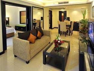 Yogyakarta Plaza Hotel Yogyakarta - Executive Parlour Suite Living Room