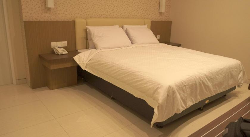 Hotel Emerald Surabaya - Double Bed