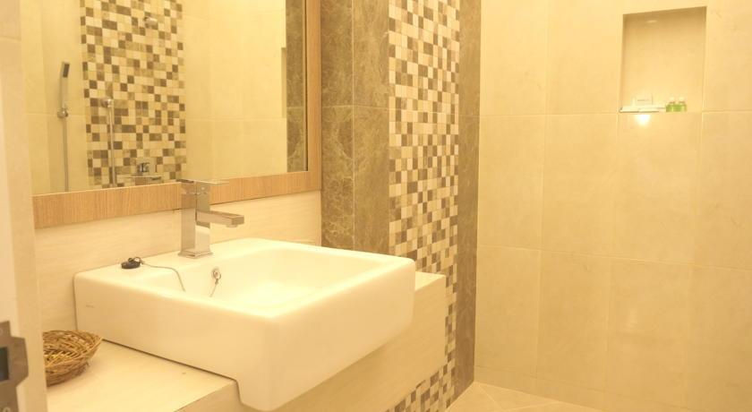 Hotel Emerald Surabaya - Bathroom