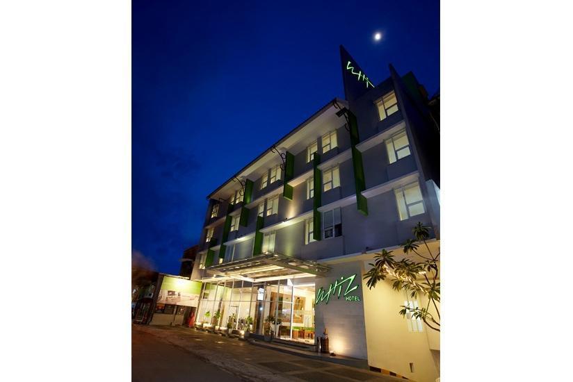 Whiz Hotel Yogyakarta - Facade