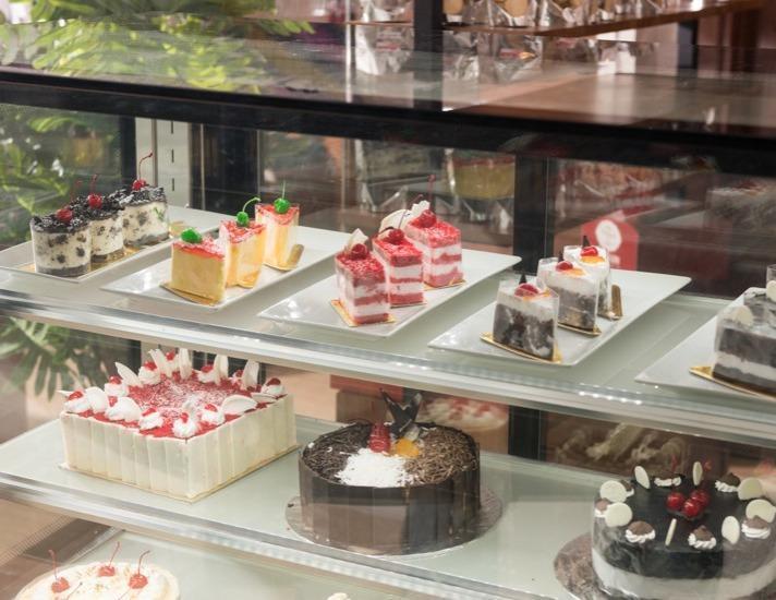 Sotis Hotel Kupang - Cake Shop