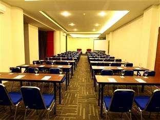 Hotel Halogen Surabaya - Meeting room