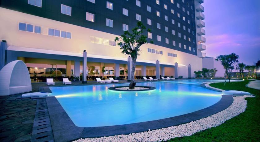Aston Cirebon - Swimming Pool