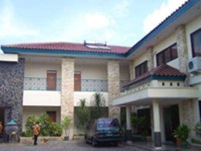 Griya Sentana Hotel Yogyakarta - parkir area