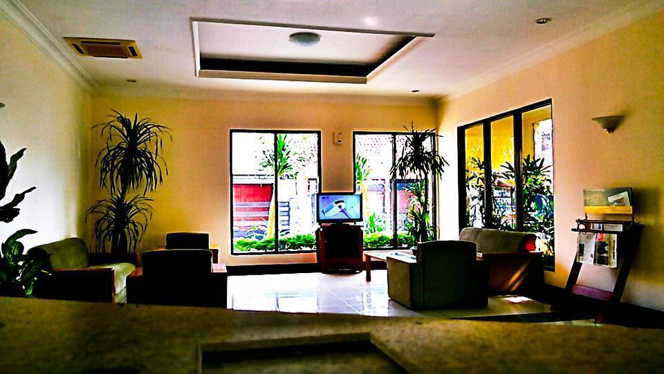 Griya Sentana Hotel Yogyakarta - Living Room (high)