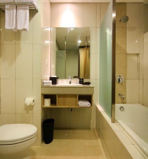 The Kana Kuta Hotel Bali - Suite Bathroom