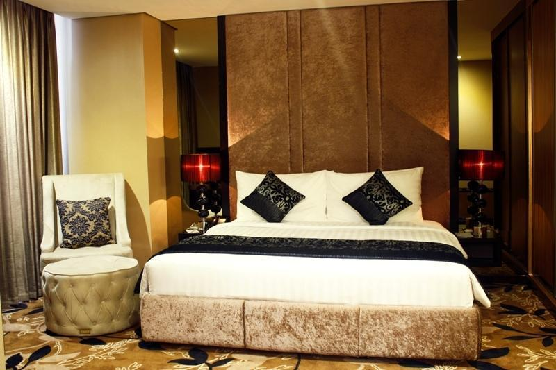 Garden Palace Surabaya - Royal Club Suite Bedroom Resize
