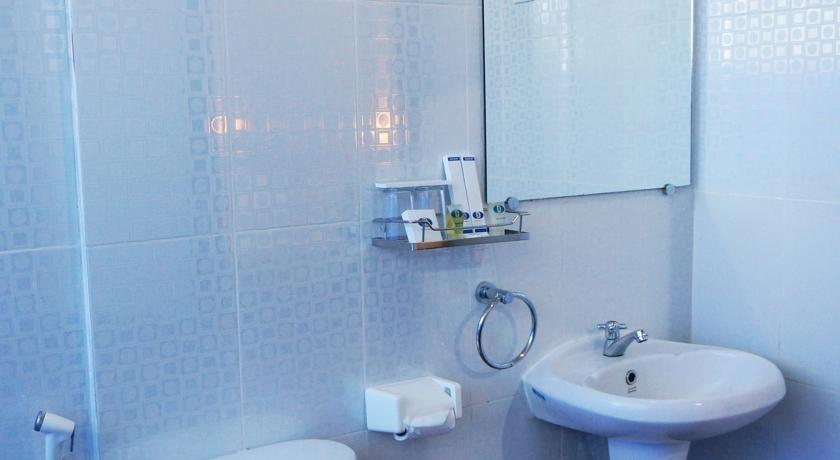 Hotel Duta Palembang - Bathroom