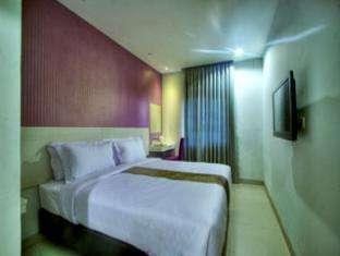 Hotel Vio Surapati - King Bedroom