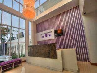 Hotel Vio Surapati - Receptionist