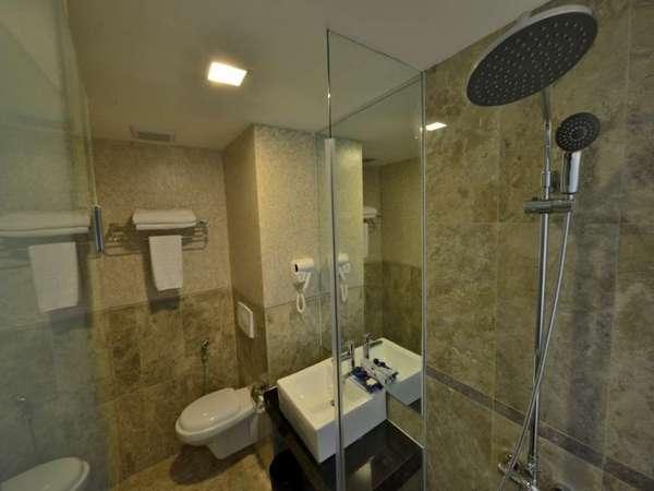 Serela Merdeka Bandung - Bathroom