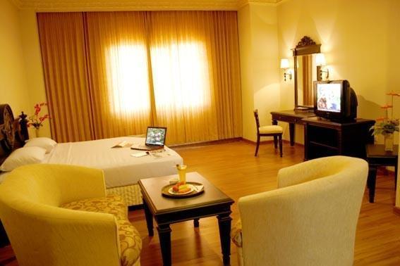 Quds Royal Hotel Surabaya - Guest Room