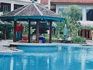 Lido Lakes Resort & Conference Bogor - Swimming pool