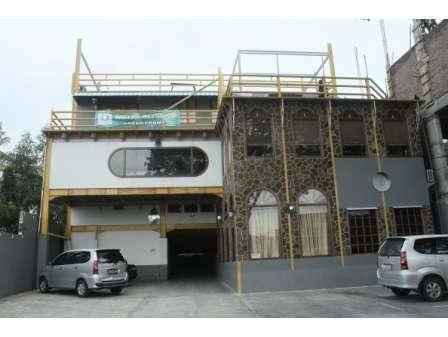 Hotel Olympic Semarang - Outdoor Parking