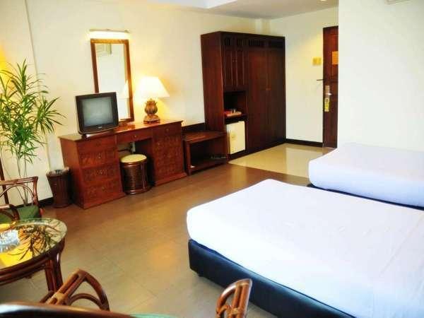 Losari Beach Hotel Makassar - Kamar Superior Twin