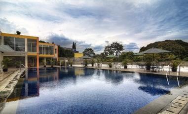 Grha Ciumbuleuit Guest House Bandung - Kolam Renang