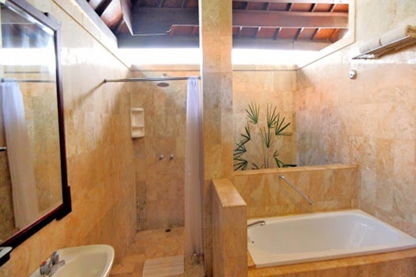 Hotel Royal Tunjung Bali - Kamar mandi