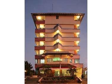 Losari Metro Hotel Makassar - Exterior