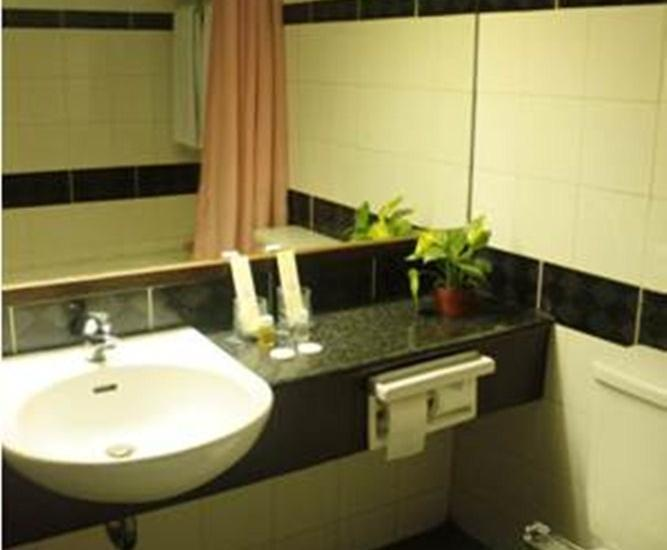 Losari Metro Hotel Makassar - Bath room Suite room