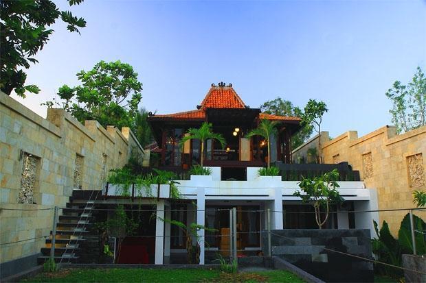 Villa Alcheringa Yogyakarta - Front View