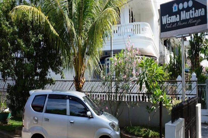 Wisma Mutiara Padang - parking lot