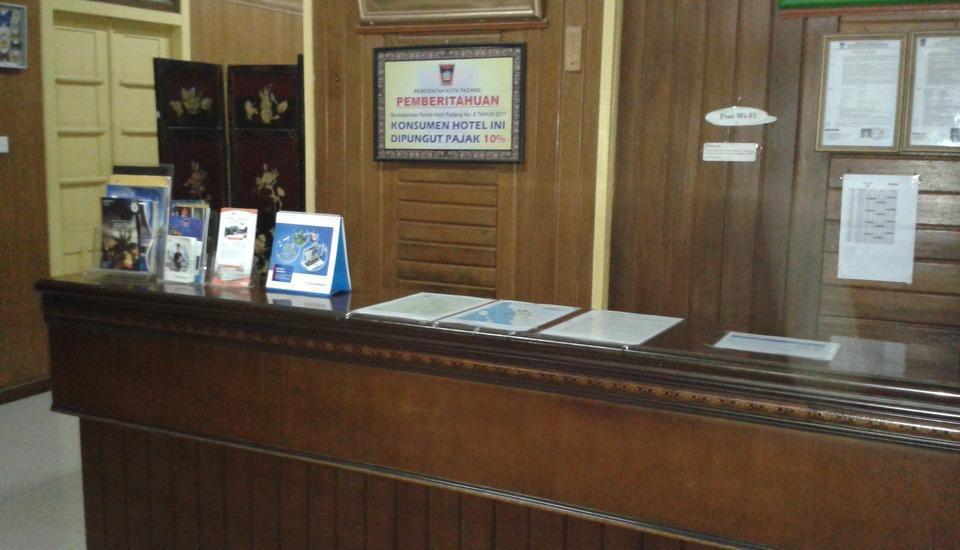 Wisma Mutiara Padang - Receptionist