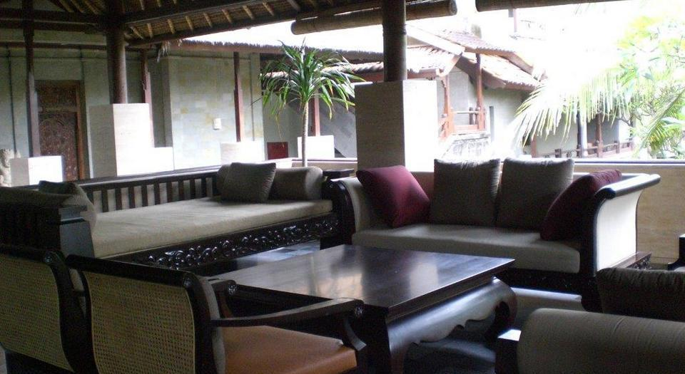 Grand Balisani Suites Bali - Lobby Sofa 2