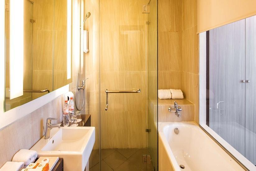 Oria Hotel Jakarta - Bathroom