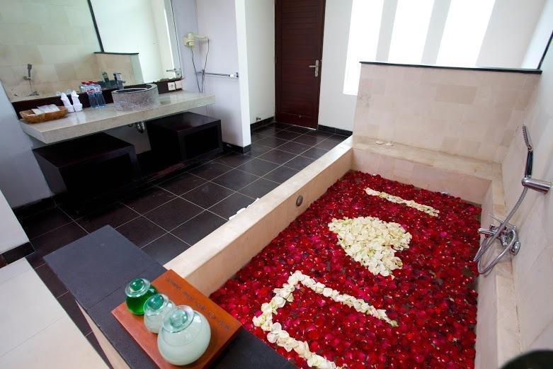 The Rishi Villa Bali - honeymoon bathup