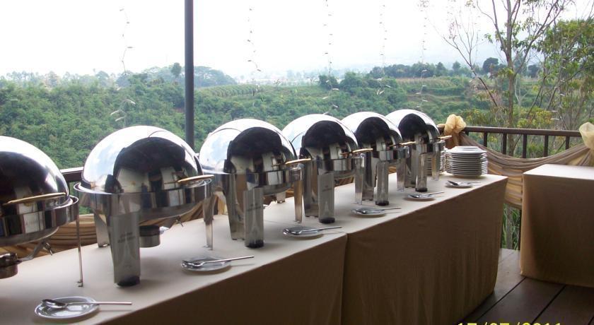 Sangria Resort & Spa Bandung - Makanan