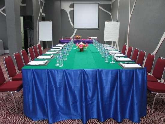 Candi Hotel Medan - Meeting Room