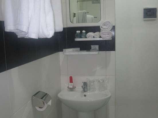 Candi Hotel Medan - Bathroom