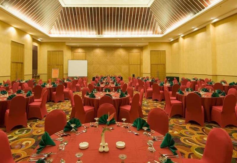 Aston Manado - hall2