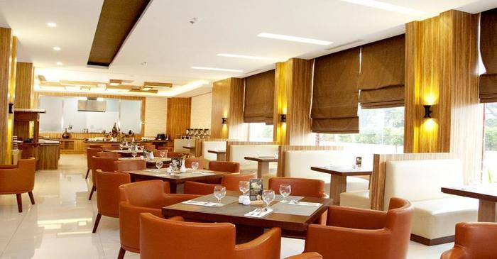 Cavinton Hotel Yogyakarta - restaurant